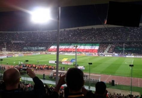 حواشی بازی: اهتزاز بزرگ ترین پرچم ملی دنیا / استقبال کی روش از سرمربی کره ای ها