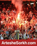 حضور هواداران پرسپولیس در ورزشگاه/ طرفداران گسترش فولاد، تراکتوری از آب درآمدند! + عکس