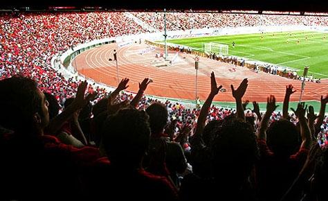 نود دقيقه کنار تيفوسي هاي استادیوم / جهان عشق را دوباره به ياد بياور!