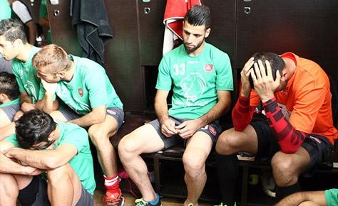 پلك زدن، اولين اشتباه فوتبال بود!